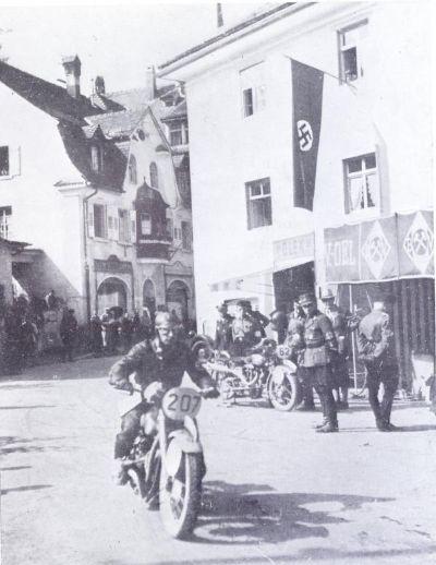 L'avenir de la moto est en Asie 1936Col